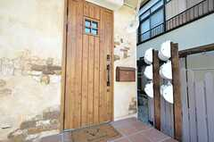 シェアハウスの玄関ドア。(2016-01-20,周辺環境,ENTRANCE,1F)