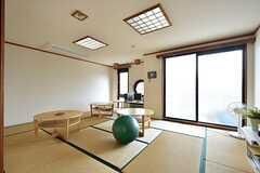一部畳のスペースもあります。(2016-06-01,共用部,LIVINGROOM,2F)