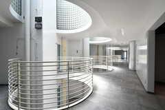 廊下の様子。2階の円は吹き抜けです。(2021-07-07,共用部,OTHER,2F)