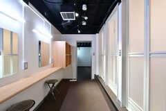 パウダールームの様子。奥にランドリールームがあります。(2021-07-07,共用部,OTHER,1F)