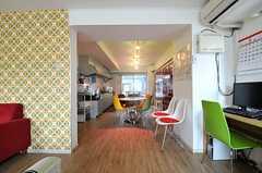 ラウンジの奥にはキッチンがあります。(2012-05-15,共用部,LIVINGROOM,3F)