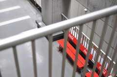 窓からベランダを眺めるとこんな感じ。(406号室)(2012-05-15,専有部,ROOM,4F)