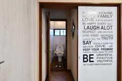 リビングとトイレの間には扉が2枚あります。(2017-11-07,共用部,TOILET,1F)