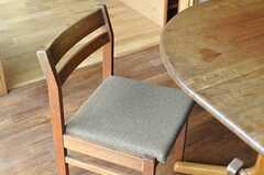 使い込まれて味のある椅子。(2012-03-19,共用部,LIVINGROOM,1F)