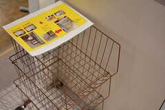 使ったフキンはカゴに入れておくと管理人さんが洗濯してくれます。(2017-04-17,共用部,KITCHEN,1F)