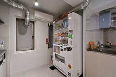 自動販売機が設置されています。(2017-04-17,共用部,KITCHEN,1F)