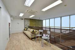 廊下にはソファが設置されています。(2017-04-17,共用部,OTHER,2F)