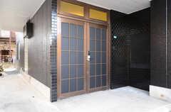 正面玄関の様子。(2013-03-26,周辺環境,ENTRANCE,1F)