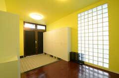 内部から見た玄関まわりの様子。(2013-03-26,周辺環境,ENTRANCE,1F)