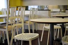 カフェテーブル&チェアの様子。(2013-03-26,共用部,LIVINGROOM,1F)