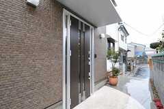 シェアハウスの正面玄関。(2011-02-11,周辺環境,ENTRANCE,1F)
