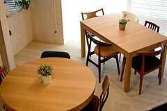 テーブルの様子。(2015-04-28,共用部,LIVINGROOM,1F)