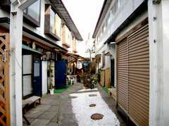 A棟・B棟の間にあるスペースの様子。(2007-03-22,共用部,OUTLOOK,1F)