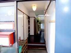 正面玄関から見た内部の様子。(B棟・1F)(2007-03-22,周辺環境,ENTRANCE,1F)
