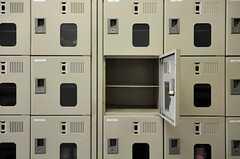 靴箱は部屋毎にひとつ設けられています。(2012-05-30,周辺環境,ENTRANCE,1F)
