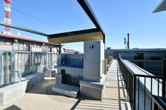 BBQスペースの様子。スライド式の屋根もついています。(2020-02-02,共用部,OTHER,4F)