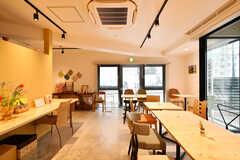 焼きたてクッキーと季節のデリのカフェ「Cookie&Deli マーブルテラス」が同じ建物内に入っています。(2020-03-10,共用部,OTHER,1F)