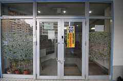 シェアハウスの正面玄関。(2014-03-20,周辺環境,ENTRANCE,1F)