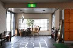 内部から見た玄関周辺の様子。(2013-04-18,周辺環境,ENTRANCE,1F)