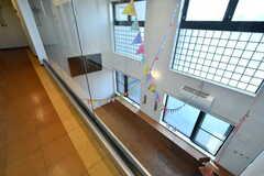 4階の廊下からもTVで映画やスポーツ観戦ができるように設計されているそう。(2017-05-29,共用部,OTHER,4F)
