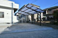 屋根の下はバイク置き場。(2017-12-25,共用部,GARAGE,1F)