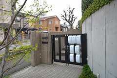 シェアハウスの門扉。部屋ごとにポストが用意されています。(2015-04-16,周辺環境,ENTRANCE,1F)