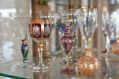 飾り棚には豪華なグラスが並んでいます。(2015-04-16,共用部,LIVINGROOM,1F)