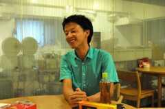 インタビュー時の様子。(2010-08-05,共用部,PARTY,1F)