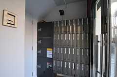 個別のポストと宅配ボックスの様子。(2012-01-07,周辺環境,ENTRANCE,1F)