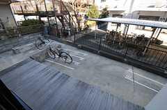 窓の外には駐輪場があります。(2012-01-07,共用部,GARAGE,1F)