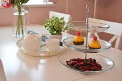 ケーキスタンドにはカップケーキが。(2020-10-14,共用部,LIVINGROOM,6F)