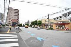 駅からシェアハウスへ向かう道の様子2。近くにはコンビニや八百屋があります。(2020-10-14,共用部,ENVIRONMENT,1F)