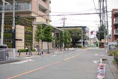 駅からシェアハウスへ向かう道の様子3。平坦で穏やかなエリアです。(2020-10-14,共用部,ENVIRONMENT,1F)