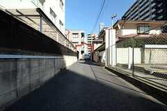 シェアハウスは道の突き当たりにあります。(2014-03-11,共用部,OUTLOOK,1F)