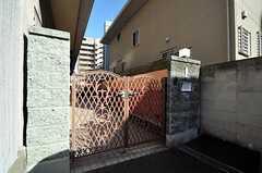 シェアハウスの門扉の様子。(2014-03-11,周辺環境,ENTRANCE,1F)
