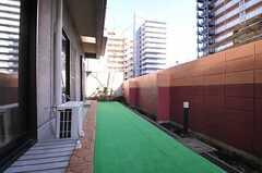 ドッグランの様子。玄関脇から直接アクセスすることもできます。(2014-03-11,共用部,OTHER,1F)