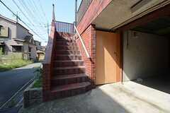 入り口は2Fです。(2014-09-30,共用部,OTHER,1F)