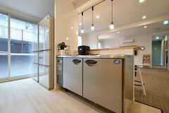 業務用冷蔵庫が設置されています。(2020-10-07,共用部,KITCHEN,1F)