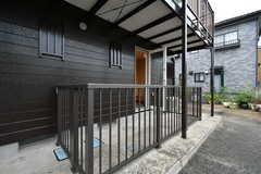 外から見た庭の様子。(103号室)(2020-10-07,専有部,ROOM,1F)