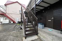 建物の裏手に位置する外階段の様子。2階の外廊下に直接アクセスできます。(2020-10-07,共用部,OTHER,1F)