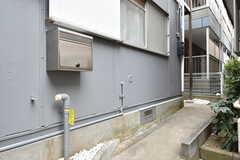 共用ポストの様子。突き当り左手がシェアハウスの玄関。(2020-02-20,周辺環境,ENTRANCE,1F)