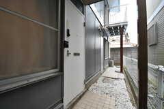 シェアハウスの玄関。(2020-02-20,周辺環境,ENTRANCE,1F)