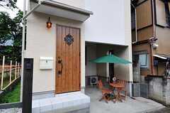シェアハウスの正面玄関。(2011-06-17,周辺環境,ENTRANCE,1F)