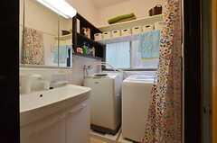 水まわり設備の様子。脱衣室を兼ねています。(2015-01-21,共用部,OTHER,1F)