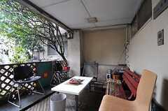 正面玄関脇の喫煙スペース。(2014-03-20,共用部,OTHER,1F)