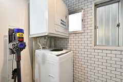 洗濯機と乾燥機の様子。無料で利用できます。(2021-05-27,共用部,LAUNDRY,1F)