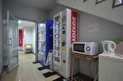 自動販売機が設置されています。奥は大浴場です。(2015-01-08,共用部,OTHER,1F)