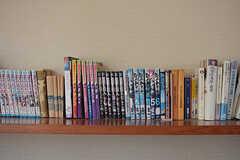 並んでいる本はマンガが多め。(2018-04-13,共用部,OTHER,1F)