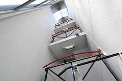 トレーニングスペースの上部は4階までの吹き抜け。日当たりが良いです。(2018-04-13,共用部,OTHER,1F)