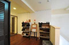 靴箱は部屋ごとに使えるスペースが決まっています。(2013-04-16,周辺環境,ENTRANCE,2F)
